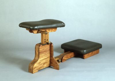 Chiropractor Knee-Chest Stand